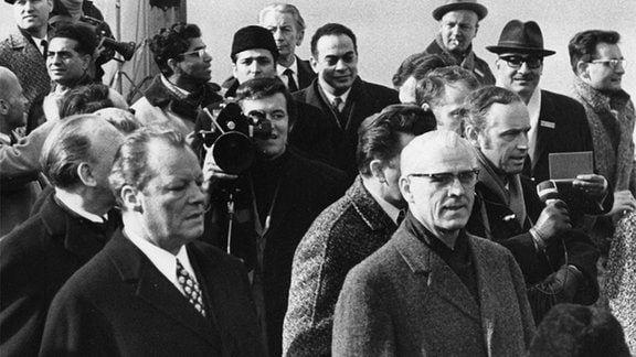 Willy Brandt (l.) und Willy Stoph (r.) am 19. März 1970 in Erfurt
