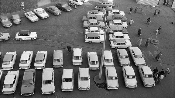 Viele Parkende Autos.