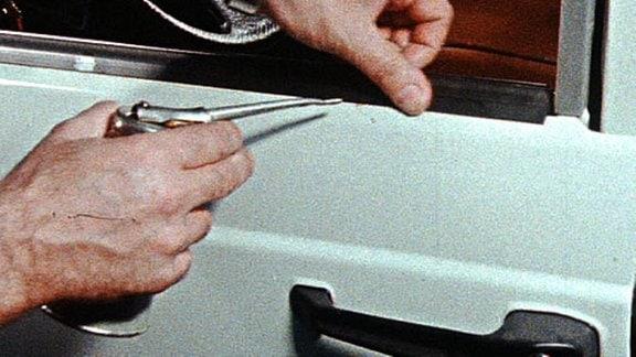 Eine Autotür wird bearbeitet