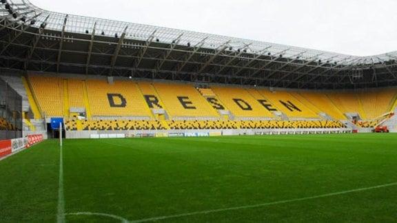 Blick ins neue Rudolf-Harbig-Stadion einen Tag vor der Eröffnung am 15. 09.2009