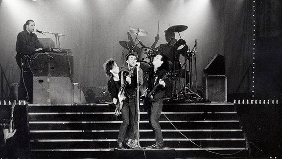 15. März 1988, Berlin-Mitte: André Herzberg (Sänger) und seine Gruppe Pankow, Friedrichstadtpalast.