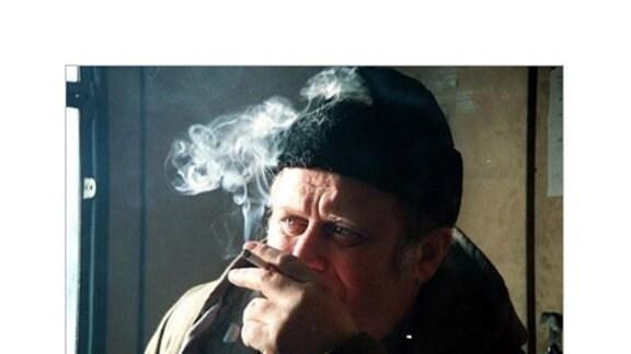 Trassenarbeiter mit Zigarette