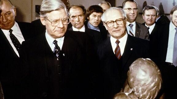 Helmut Schmidt und Erich Honecker in der Barlach-Gedenkstätte