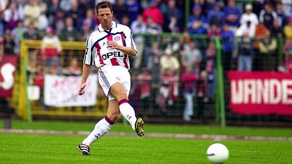26/07/2000-Erfurt: Fussball-Testspiel Rot Weiss Erfurt - FC Bayern Muenchen 0:4 / Thomas Linke  (TA-Foto: Sascha Fromm / DIGITAL)     © Sascha Fromm  Eichenstrasse 3a  99334 Riechheim  mobil: +49 172 7990539  Norisbank KTO: 6189260 BLZ: 76026000  frommimail@t-online.de / www.sportsshooter.com/fromm
