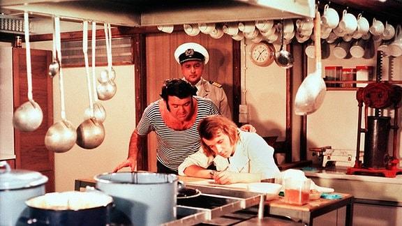 Kapitän Karsten (Horst Drinda), Matrose Thomas (Günter Schubert) und der Schiffskoch (Bernd Storch).