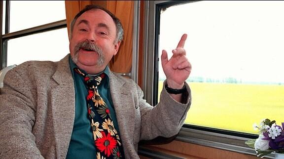 """Gunter Böhnke in der MDR-Sendung """"Warum in die Ferne schweifen"""" im Jahr 2001"""