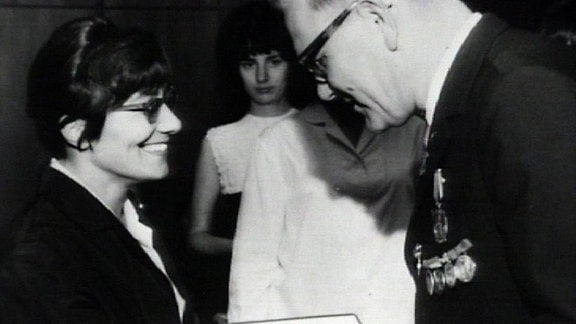 Brigitte Reimann 1965: Sie erhält den Heinrich-Mann-Preis der Akademie der Künste der DDR
