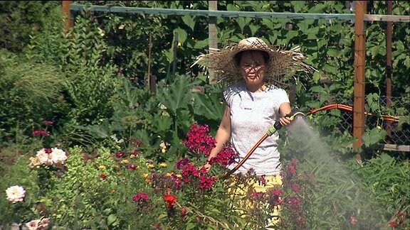 Eine Vietnamesin im Garten