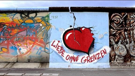 An einer Wand steht: Liebe ohne Grenzen
