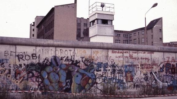 """Berlin Zimmerstraße """"Trabi World"""" 1982 und 2012"""