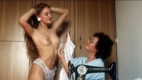 Anja Kossak mit ihrer Mutter, fotografiert 1989 für den Playboy