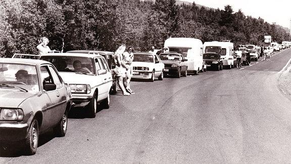 Urlauber im Stau vor dem Grenzübergang, Sommer 1990