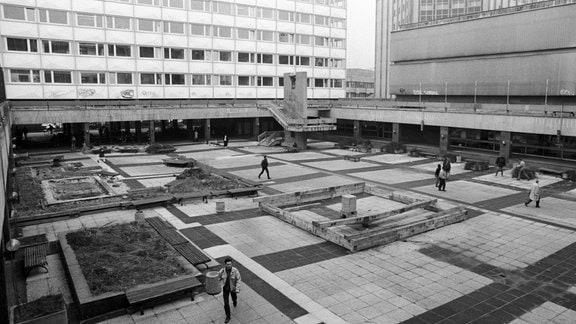 Trister Uni-Innenhof in Leipzig Anfang der 90er Jahre