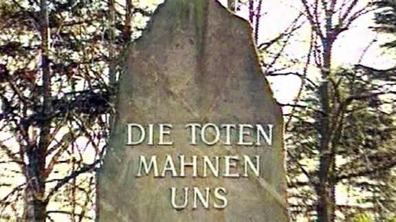 Denkmal für Rosa Luxemburg und Karl Liebknecht auf dem Friedhof Friedrichsfelde in Berlin