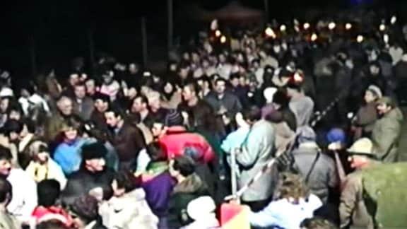 Menschenmenge bei Nacht