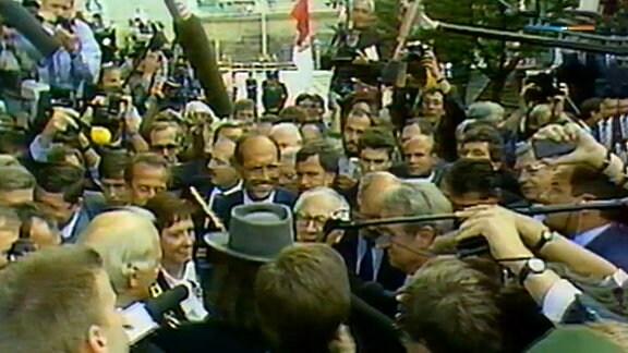 Lindenberg beschenkt Honecker