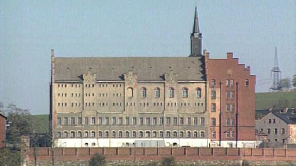 Ein großes burgähnliches Gebäude