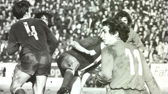 Waldemar Köppe (Nr. 11) vom HFC spielte auf der Angriffs-Position von 1971/72 - 1975/76 92 Punktspiele für den HFC.