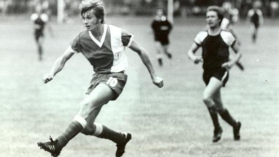 Manfred Vogel (im Foto die Nr. 10 vom HFC) war in 149 Spielen von 1970/71 - 1978/79 Angreifer des HFC.