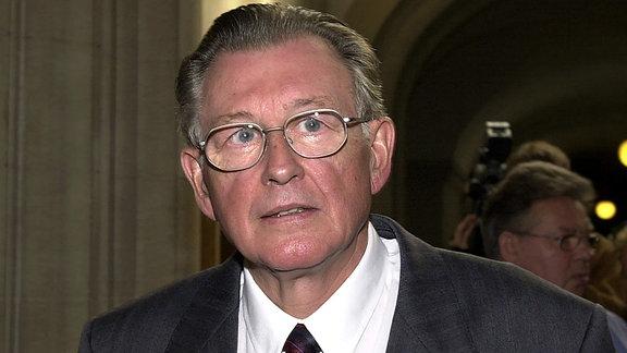 Hans-Joachim Böhme (70), ehemaliges Mitglied des Politbüros des ZK der SED, am 07.07.2000 im Berliner Landgericht.