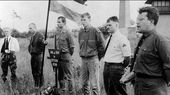Gezielte Provokation. Neonazis Anfang der 90er-Jahre am ehemaligen KZ Sachsenhausen