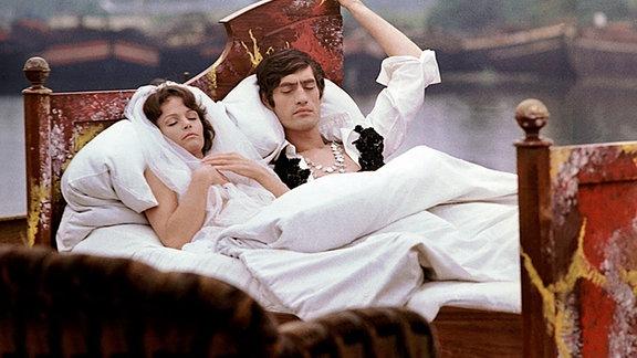Während einer Liebesnacht gehen Paula (Angelica Domröse) und Paul (Winfried Glatzeder) auf eine imaginäre Reise