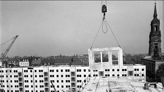 Baugeschehen in der Inneren Neustadt von Dresden im September 1975.
