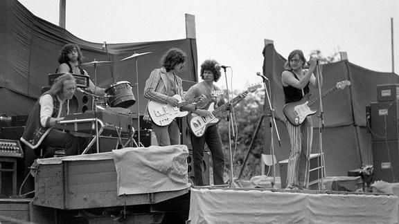Die Puhdys in Gründungsbesetzung auf einem Open-Air Konzert.