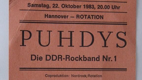 abgerissene Eintrittskarte für ein Konzert der Puhdys am 22.Oktober 1983 in Hannover.