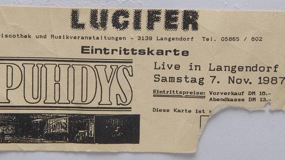 """Eintrittskarte zum Puhdys-Konzert im """"Lucifer"""" in Langendorf."""