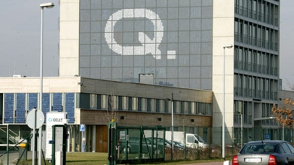 Die Außenansicht des Thalheimer Solarzellenherstellers Q-Cells AG bei Wolfen.