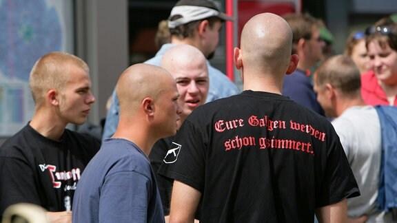 Neonazis haben sich in Gräfenberg zum Gedenken an den Todestag von Rudolf Heß eingefunden.