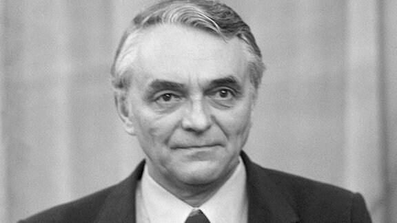 DFV-Präsident Günter Schneider bei Uefa Kongress in Dresden 1982.