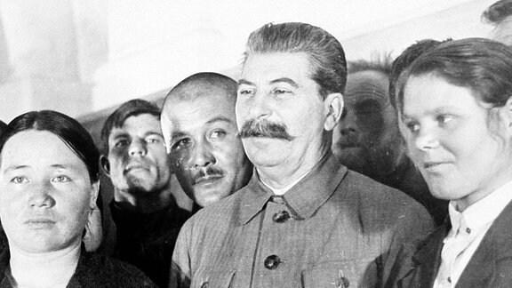 Josef Stalin auf einem Landwirtschaftskongress in Moskau. (1935)