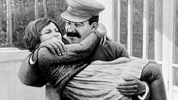 Josef Stalin mit Tochter Swetlana Allilujewa auf den Armen. (1939)