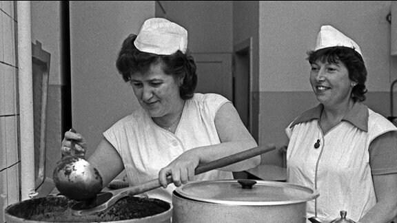 Zwei Köchinnen i einer Küche