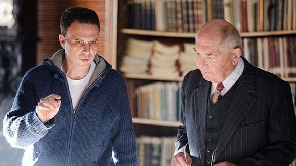 ... in der Bergbauakademie studieren. Regisseur Dror Zahavi gibt dem Schauspieler Otto Mellies Anweisungen. Im Film spielt er den Bergbauakademie-Professor Schmitz.