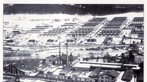 Barackensiedlung für die Wismut-Kumpel in Johanngeorgenstadt im Erzgebirge. Die Wismut AG lockte die Arbeiter regelrecht mit Annehmlichkeiten wie eigene Siedlungen und Krankenhäusern.