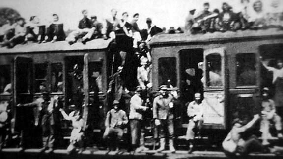 Viele Wismut-Kumpel fuhren mit dem Zug zur Arbeit in den Bergbau-Schächten.
