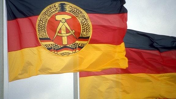 Fahne der DDR und BRD