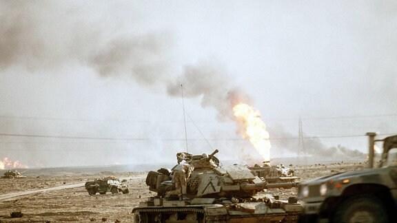 US Marine Korps folgen 1991 Irakischen Truppen auf dem Rückzug aus dem Kuwait