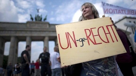 Kundgebung und Demonstration zum Thema Aufarbeitung von DDR-Unrecht der Organisationen OvZ-DDR e.V