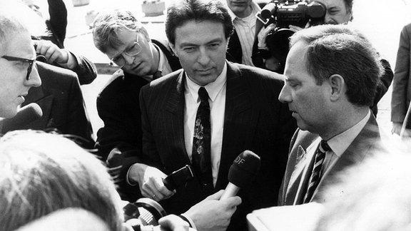 Bundesinnenminister Wolfgang Schäuble und sein DDR Amtskollege Peter Michael Diestel. Bonn 1990