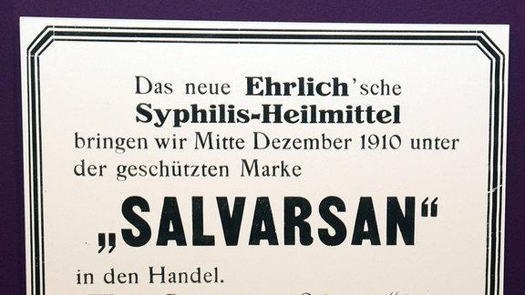 """Ein Aushang über das Syphilis-Heilmittel """"Salvarsan"""" und die Einführung in den Handel"""