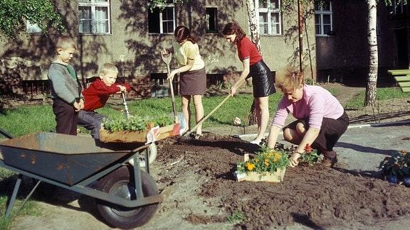 Frühjahrsputz der Hausgemeinschaft in Berlin