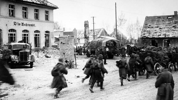 Truppen der Roten Armee ziehen in Ostpreußen ein