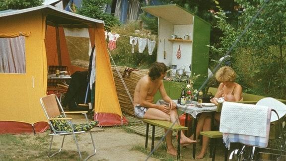 Zelten, Pärchen mit Kleinkind 1972