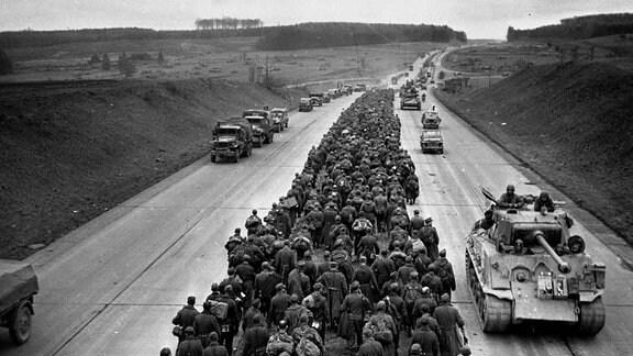 Vorstoß von US-Panzern auf Autobahn bei Frankfurt (1945)