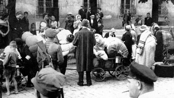 Fotografie (28.05.1945) aus der Zeit der Vertreibung im Schlesien-Museum Görlitz.