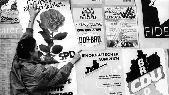 Wahlplakate in Dresden anlässlich der Volkskammerwahl in der DDR, 1990